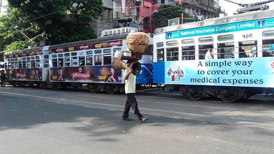 Le Phucka !! Phuchka Panipuri Ig_calcutta Ig_kolkata Sokolkata Onlyinbengal Indiapictures Soc _cic _soi Igramming_india Igramming_kolkata Igramming_bengal Kolkataigers Igerscalcutta