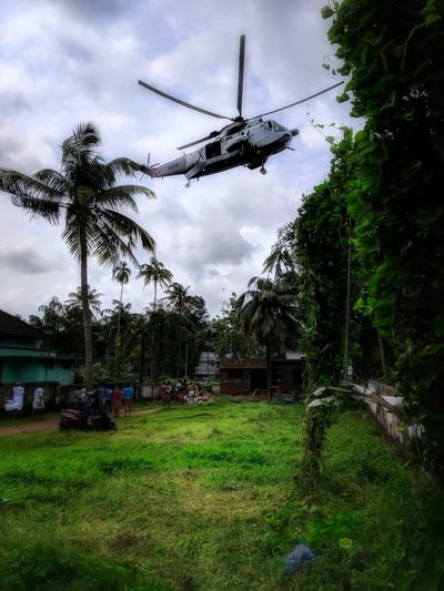 navy dropping relief packages during Kerala flood of 2018 Natural Disaster Disaster Flood Flooding Helicopter Rescue Teampixel Kerala Kerala Floods 2018 Kerala Flood Helicopter Rescue Relief Aid Navy 2018 Getty Gettyimages Cloud - Sky Rescue Worker Storm Cloud Extreme Weather