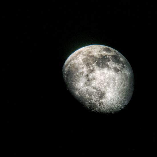 Bought a telescope to attempt some astronomy photos. My first attempt, the moon. Moon Shots Moon IPhoneography NASA Celestron Hollingsworth