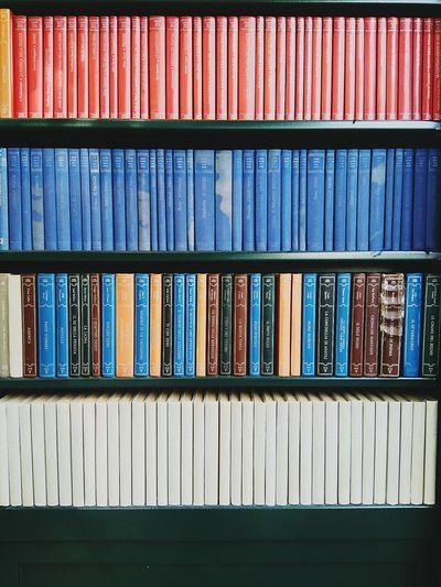 Full frame shot of books on shelves