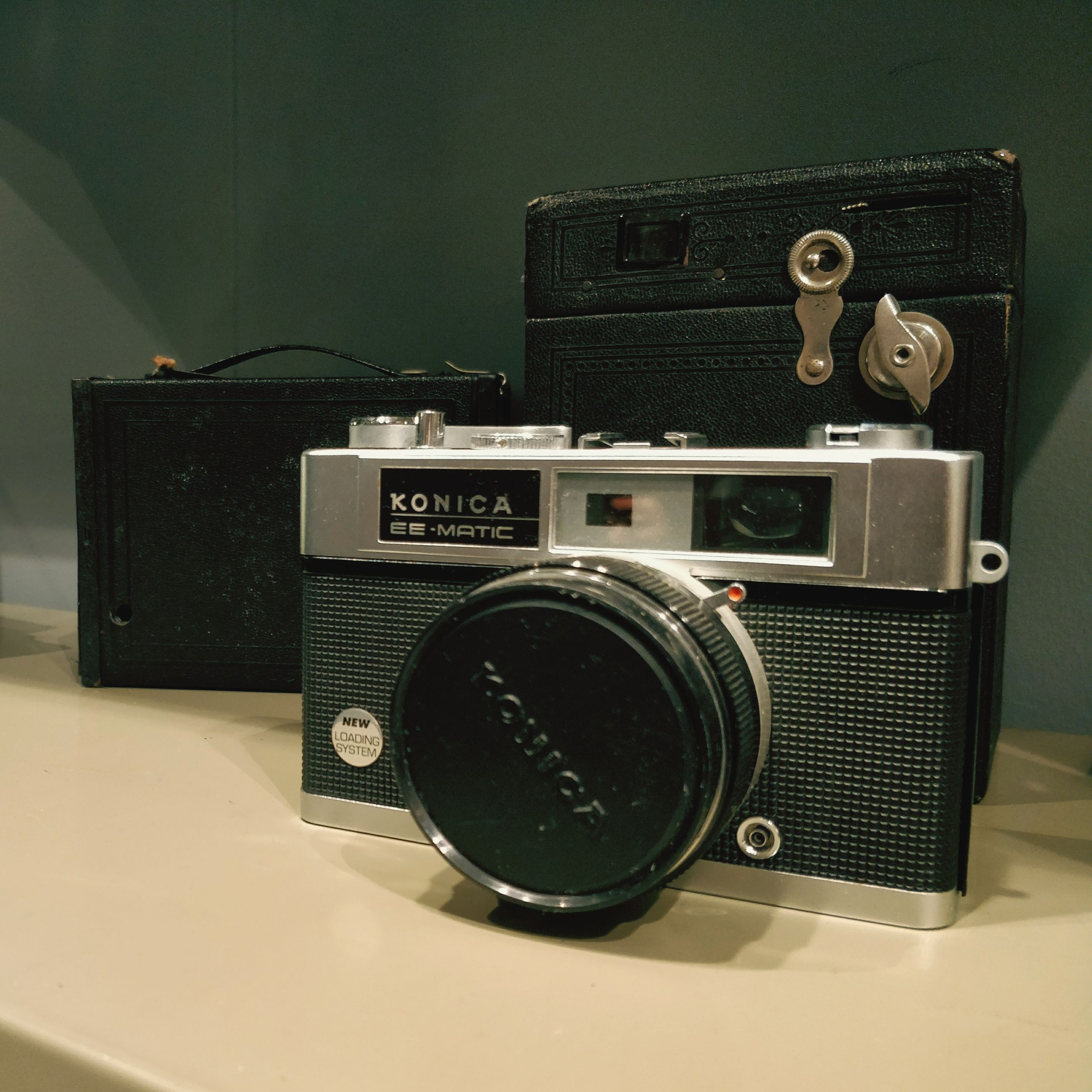 retro styled, old-fashioned, camera - photographic equipment, old, antique, no people, indoors, technology, table, vintage, photography themes, close-up, arts culture and entertainment, stereo, movie camera, camera flash, day