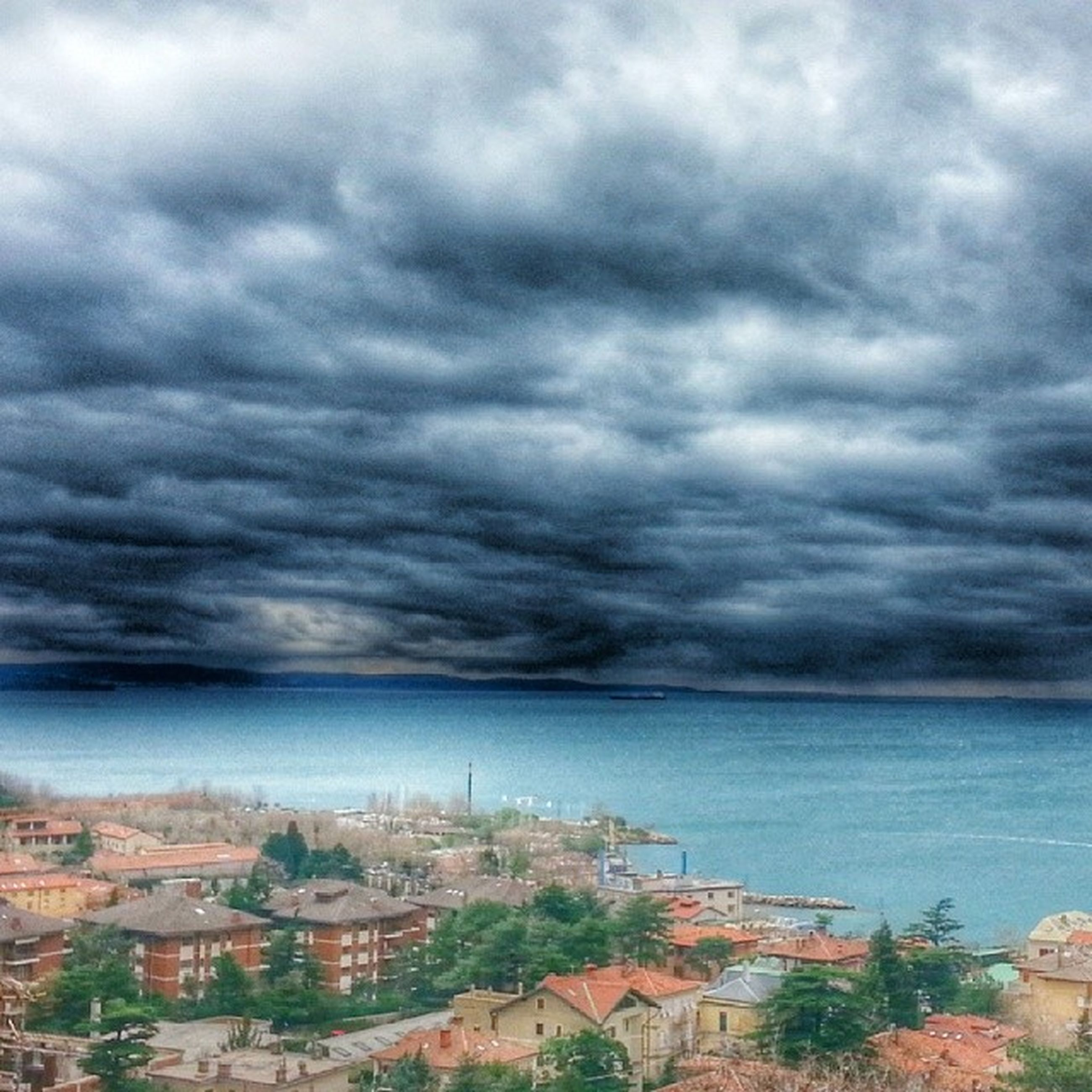 sky, cloud - sky, cloudy, sea, weather, building exterior, built structure, architecture, overcast, water, storm cloud, horizon over water, cloud, scenics, nature, beauty in nature, tranquility, tranquil scene, cloudscape, dramatic sky