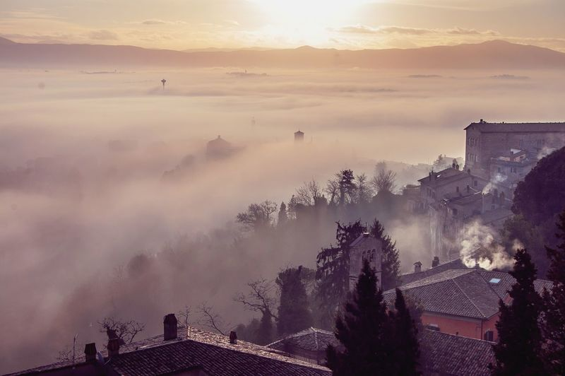 """Non si può toccare l'alba se non si sono percorsi i sentieri della notte.""Gibran Sunrise Sunrise_sunsets_aroundworld Exceptional Photographs EyeEm Politics And Government City Sunset Ancient Old Ruin Fog Tree Gold Colored Sun Silhouette Castle TOWNSCAPE Historic Palace"