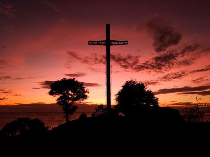 Eyeem Philippines The Week on Eyeem Philippines Eyeem Philippines Oil Pump Star - Space Crucifix Holy Week Religious Symbol Atmospheric Mood Moody Sky Calm Cross Shape The Great Outdoors - 2018 EyeEm Awards