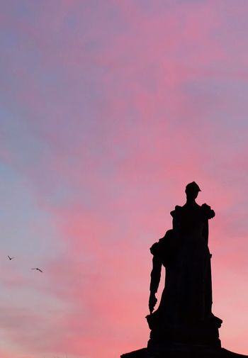 Farewell to arms Silhouette Statue Sky Sculpture Sunset Cloud - Sky Bird Architecture No People Outdoors Representing Day Dramatic Sky Dramatic War Meaningful