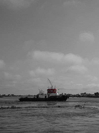 S7 Edge Photography Samsung Galaxy S7 Edge Day Outdoors Black & White Photography Black&white Black & White Black And White With A Splash Of Colour Tugboat Tug Boat Tugboats Ships🚢 Ships On The Water Ships⚓️⛵️🚢 River Barito_river  Edited PicArts