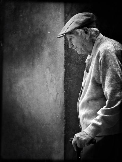 One Person One Man Only Side View Standing People Streetphotography Blackandwhite Portrait Monochrome EyeEm Best Shots - Black + White Real People EyeEm Best Edits Cochabamba Bolivia Snap a Stranger