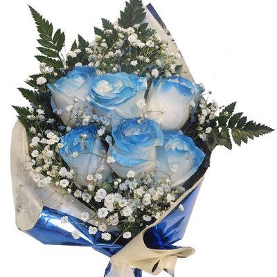Precioso ramo de Rosasazules de nuestra floristeria online http://graficflower.com, visitanos y sorprendel@s.