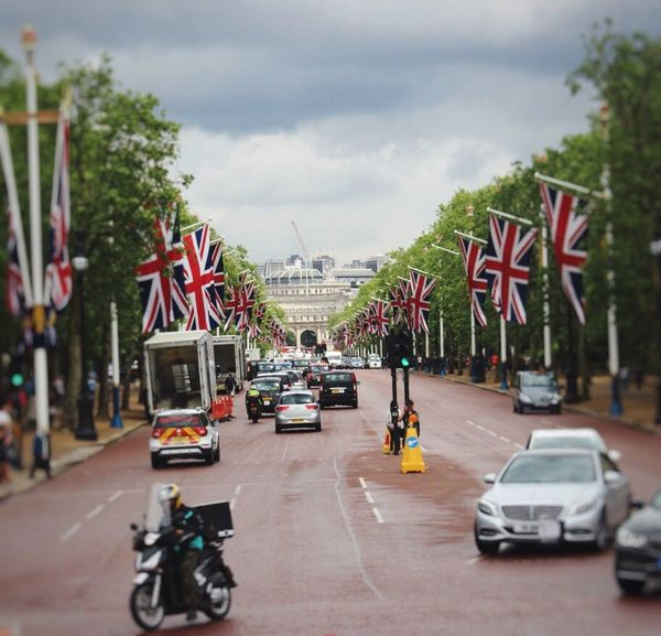 Feel The Journey Land London City Life Flags Street Sky The Way Forward Outdoor Vehicle Mode Of Transport City Street Cloud Traffic Stationary Parking Travel Destinations The Mall Battle Of The Cities