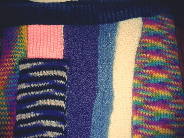 algun buen samaritano que se apiade de mi y me regale mucho estambre para hacer bufandas? no nadie? ok :'(