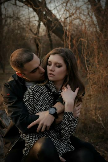 Couple Togheter Love Couple Feeling Passion Desire Young Women Togetherness Tree Bonding Men Women Forest Autumn Couple - Relationship Friendship First Eyeem Photo