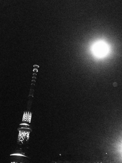 今夜の月 Light And Shadow Night Photography Skytree Moon Light Moon Tokyo Sky Tree Beautiful Moon  EyeEm Nature Lover Tokyo