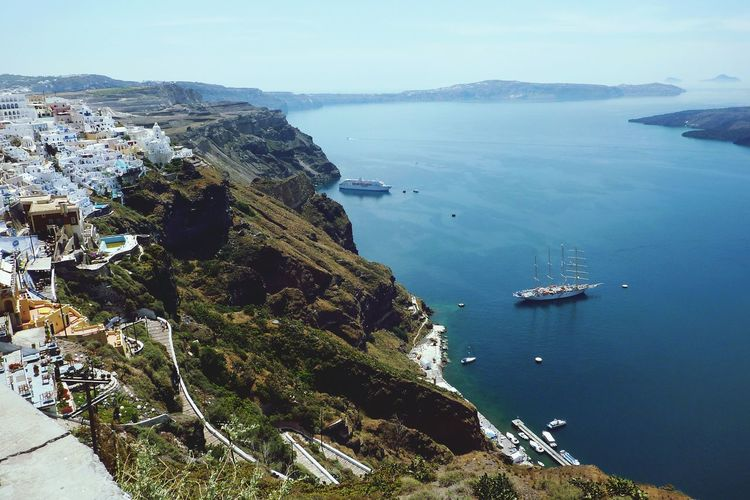 Fira, Santorini.. amazing view Santorini Santorini, Greece Greece Holiday Travel Photography Traveling Blue Sky Blue Sea Amazing View Cruise Ship Boats⛵️ Ship Ships Yacht Sailing Sailboat Fira Santorini Fira Lovetheimage