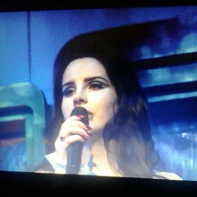 @lanadelrey jatuh cinta sama live perform lana. apalagi pas nyanyi blue velvet ??? NowWatch Paradiseworldtour LanaDelRey