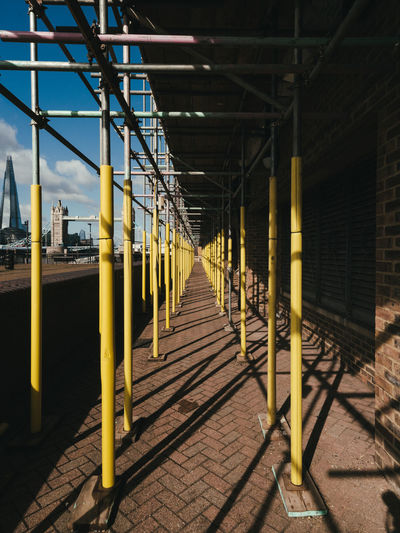 Metallic structure by footpath