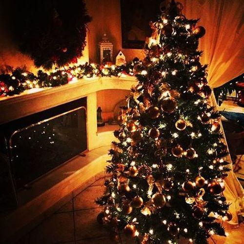 Εισβάλαμε στο (καινούριο) σπίτι της * και του δώσαμε το ανάλογο mood.Όχι κλειδιά κάτω από χαλάκια μέρες που είναι. {December 5th} αθηνούλα Christmastree Christmasspirit Christmaslove εργαζόμενοκοριτσάκιπουδεντοέχειαγγίξειτοchristmasspiritακόμη VSCO Vscocam Vscolove Vscomood VscoChristmas Vscofriends Vscosaturdays Instagreece Instamood Instaathens Instachristmas Instalifo Instadaily