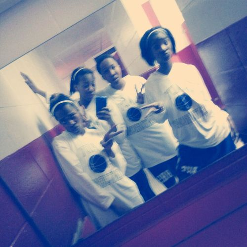 Gah I love these girls:)