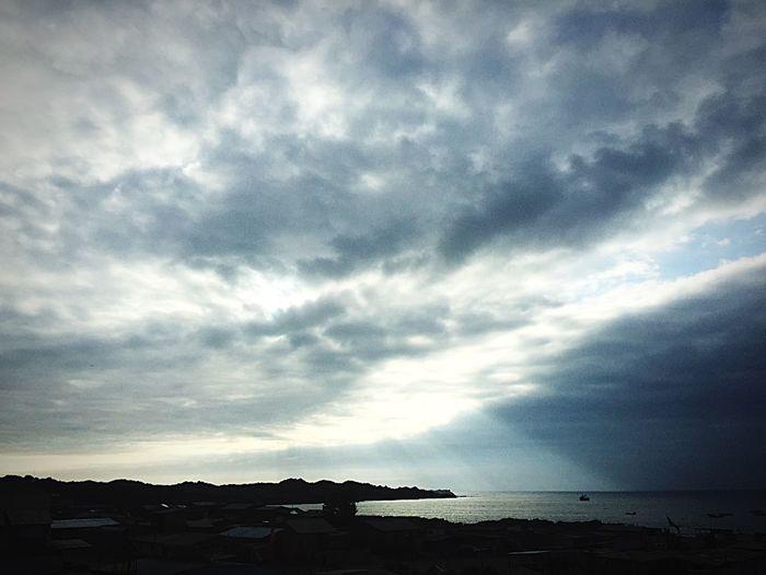 Disfrutar de eso se trata la vida... Sea Cloud - Sky Sky Horizon Over Water Water Scenics Beach