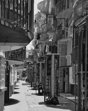 Alas enjauladas City Architecture Built Structure Tepito Barrio Barrio Bravo Cdmx Callesdemexico Streetphotography Streetphoto_bw No People First Eyeem Photo