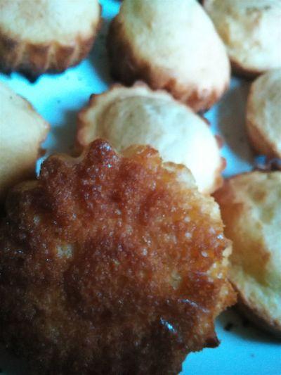 Miam (madeleines à bosses mais sans le moule adéquat ) Food Dessert Madeleines Homemade Nom Nom Nom