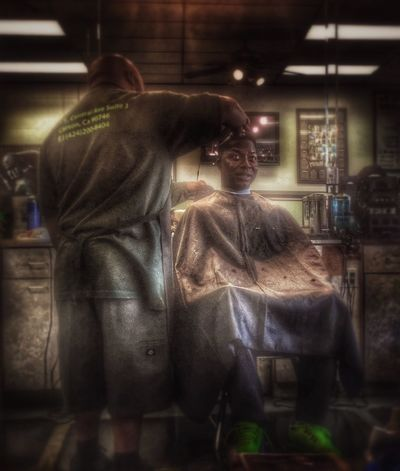 Messing around on the editing Haircut Getting Fresh People Photography Hdr_Collection Urbanphotography HDR People Barbershop Urban Taking Photos Getting Fresh