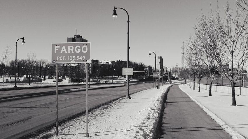 QVHoughPhoto FujiFilmX100 Fargo Northdakota Mainavenue Cityscapes Blackandwhite Winter Snow Streetsign