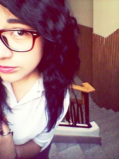 Estoy parado justo en la muralla que divide todo lo que ame de lo que amare :3