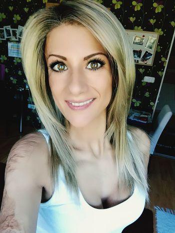 Blond Hair Human Lips Portrait Beautiful Woman Young Women Beauty Beautiful People Looking At Camera Selfie Headshot