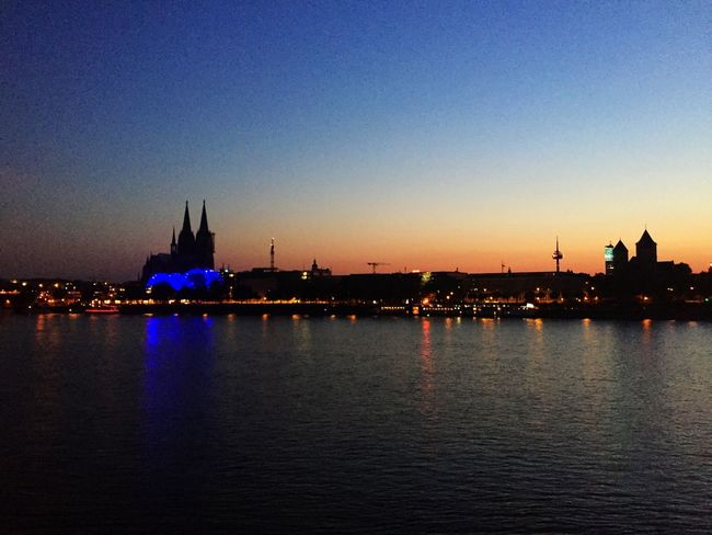 Cologne by night. Check This Out Cologne Night Nightphotography Rhine Silhouette Sunset Silhouettes