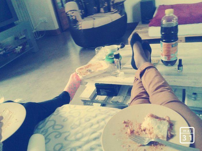 Elle sest mon amour , la seule veritable Friends ❤ Chilling ✌ Lasagna!!!!! Badweatherday