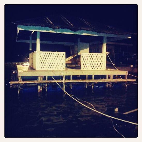 para asa man ni? kit.an lang nako gabie sa pantalan.. hahaha Floating Port Cottage