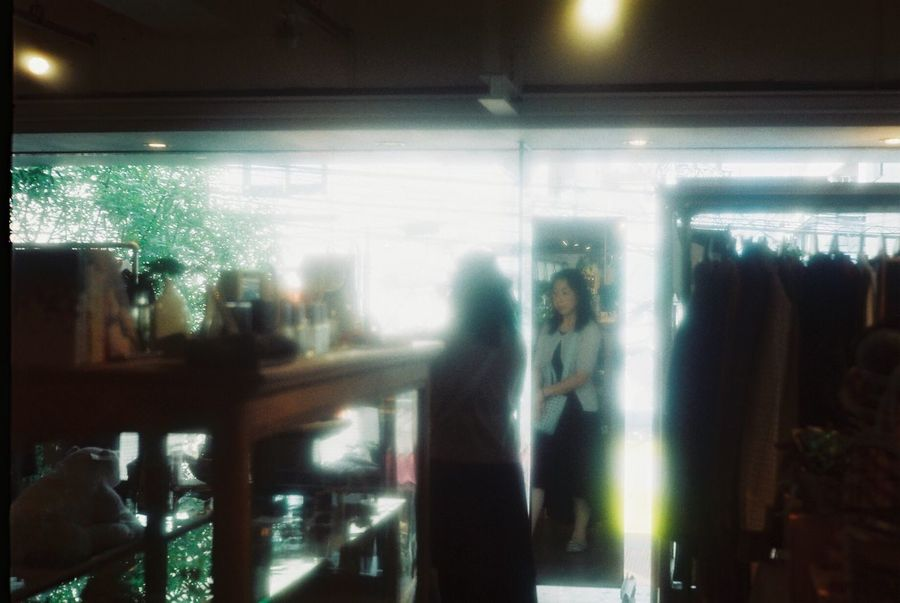 Illuminated Indoors  Real People Women Lifestyles Leisure Activity Standing The Week On EyeEm No Edit/no Filter Analogue Photography Film Film Photography 35mm Film Leica Summicron Sunny16 一応言っときますが、これは私ではありませんよ。