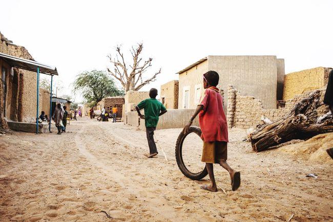 Streetphotography Niger Kids Playing Children Men Rear View