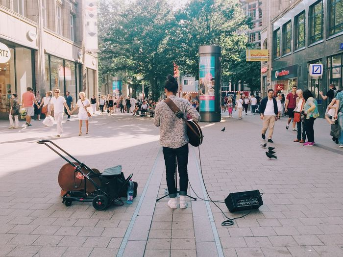 Play Streetphotography People Music Street The Street Photographer - 2016 EyeEm Awards Music Brings Us Together TakeoverMusic