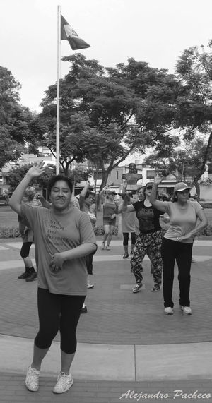 Bailando Taking Photos Check This Out Hello World That's Me Relaxing Enjoying Life Oldpicture Takingphotos Opening Day FreelanceLife 100 Openingday Firsteyeempicture EyeEm First Eyeem Photo Freelance Life Urban Sports Black And White Relaxing Dance