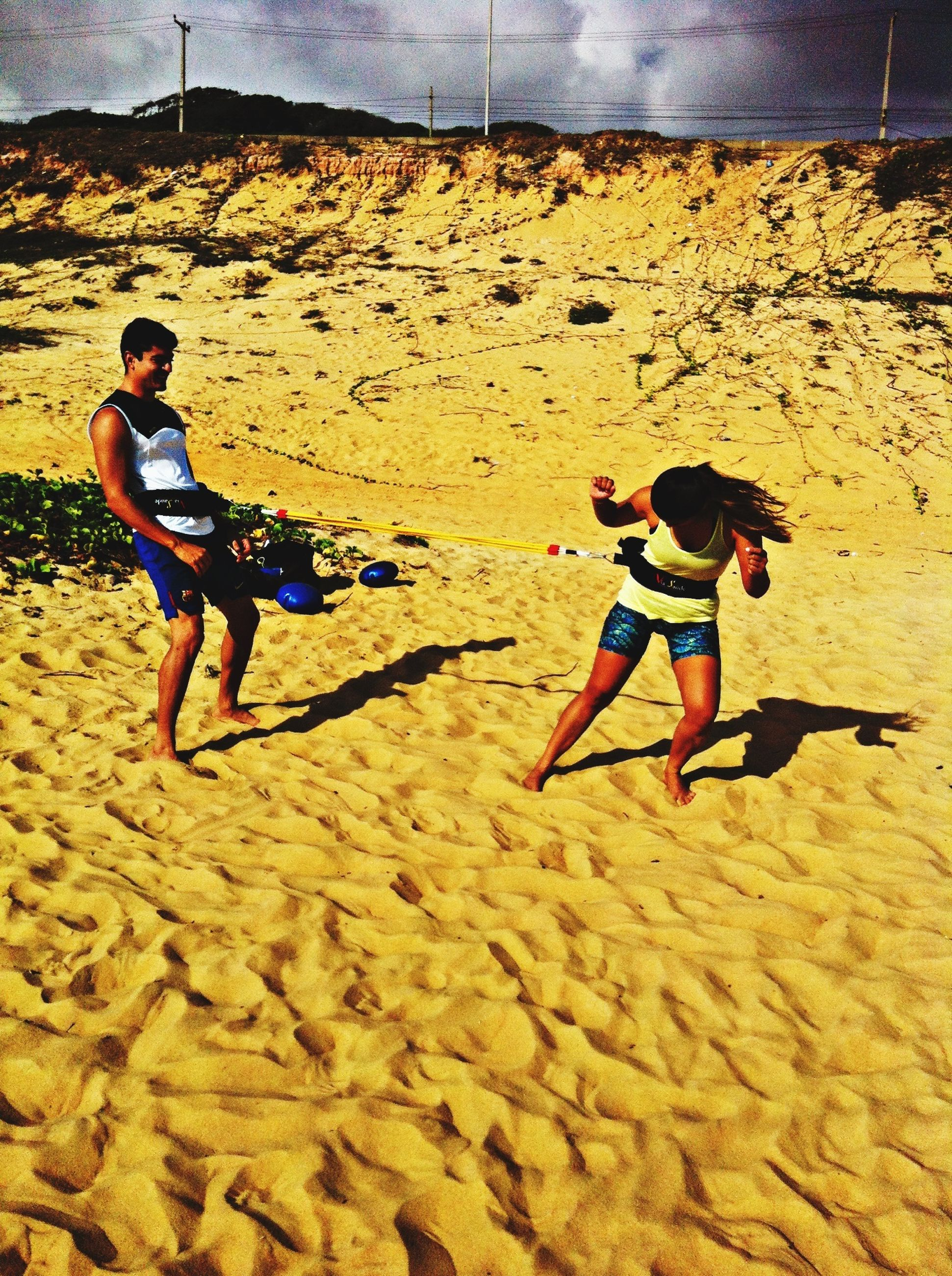 full length, lifestyles, leisure activity, casual clothing, childhood, sand, beach, boys, person, elementary age, girls, enjoyment, playing, sunlight, fun, shore, walking