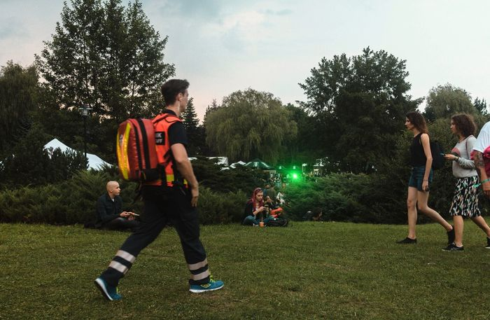 Observant T-4hs for the main event Hanging Out Observing Nature Relaxing Música En Vivo Enjoying Life Offfest2016 Eye4photography  First Eyeem Photo Message Hunting Grass Food And Drink Evening Event People Of EyeEm People Photography Observing The World Paramedic Party Happiness Festival Season