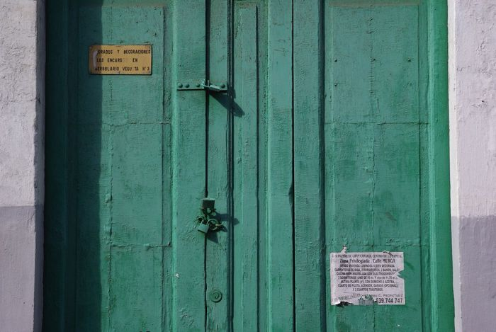 Door Protection Safety Wood - Material No People Full Frame Close-up Lock Architecture Metal Green Notice Sign Entrance Gate Locked Madrid SPAIN