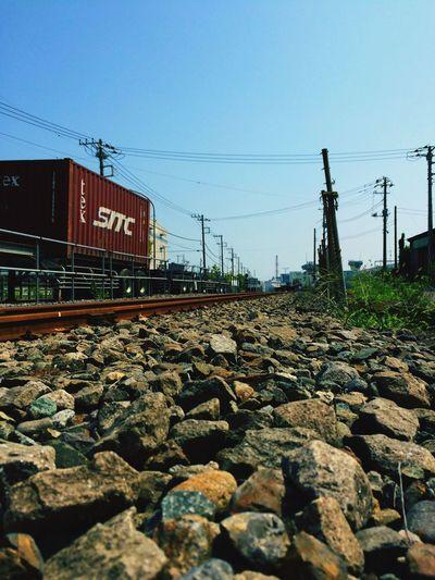 誰もいない、横浜本牧駅。 Freight Train Lines Blue Sky Summer Verry Hot Hot Day Tadda Community