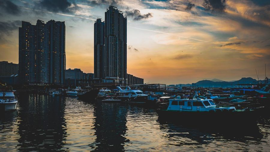 sunset sky HongKong Discoverhongkong Leicaq Cinema In Your Life Seascape Landscape The Great Outdoors - 2016 EyeEm Awards EyeEm Hello World Walking Around Found On The Roll 香港 EyeEm Best Shots Traveling From My Point Of View EyeEm Masterclass EyeEm Gallery EyeEm Best Edits Life Our Best Pics Shadows & Lights The Architect - 2016 EyeEm Awards Clouds And Sky Everybodystreet Contrail