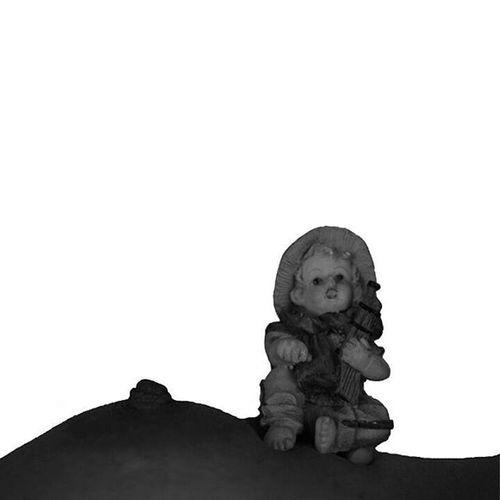 Lactancia. Cámara Nikon D3200. Lente AF - S Nikkor 18-55mm 1:3.5-5.6g. Diafragma 5.3. Primer plano. Contra luz. Fotografía: Andreína Fuentes. Con esta imagen le doy gracias a todas las personas que me escribieron para desearme cosas hermosas por ser el día de la fotografía. DíaMundialDeLaFotografía Bodyscape Photooftheday Photographs AndreinaFuentes Photography Baby Lactancia Blackandwhite