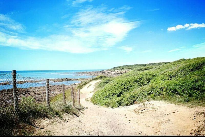 Plus que quelques jours de vacance ... Lessablesdolonne Paysage Blue Sky
