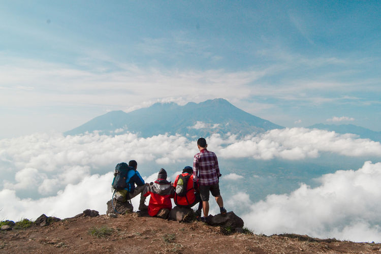 Mountain Group Of People Cloud - Sky Sky Leisure Activity Real People Scenics - Nature Men Adventure Mountain Range Nature Togetherness Holiday People Day Hiking Women Full Length Rear View Beauty In Nature Looking At View Outdoors