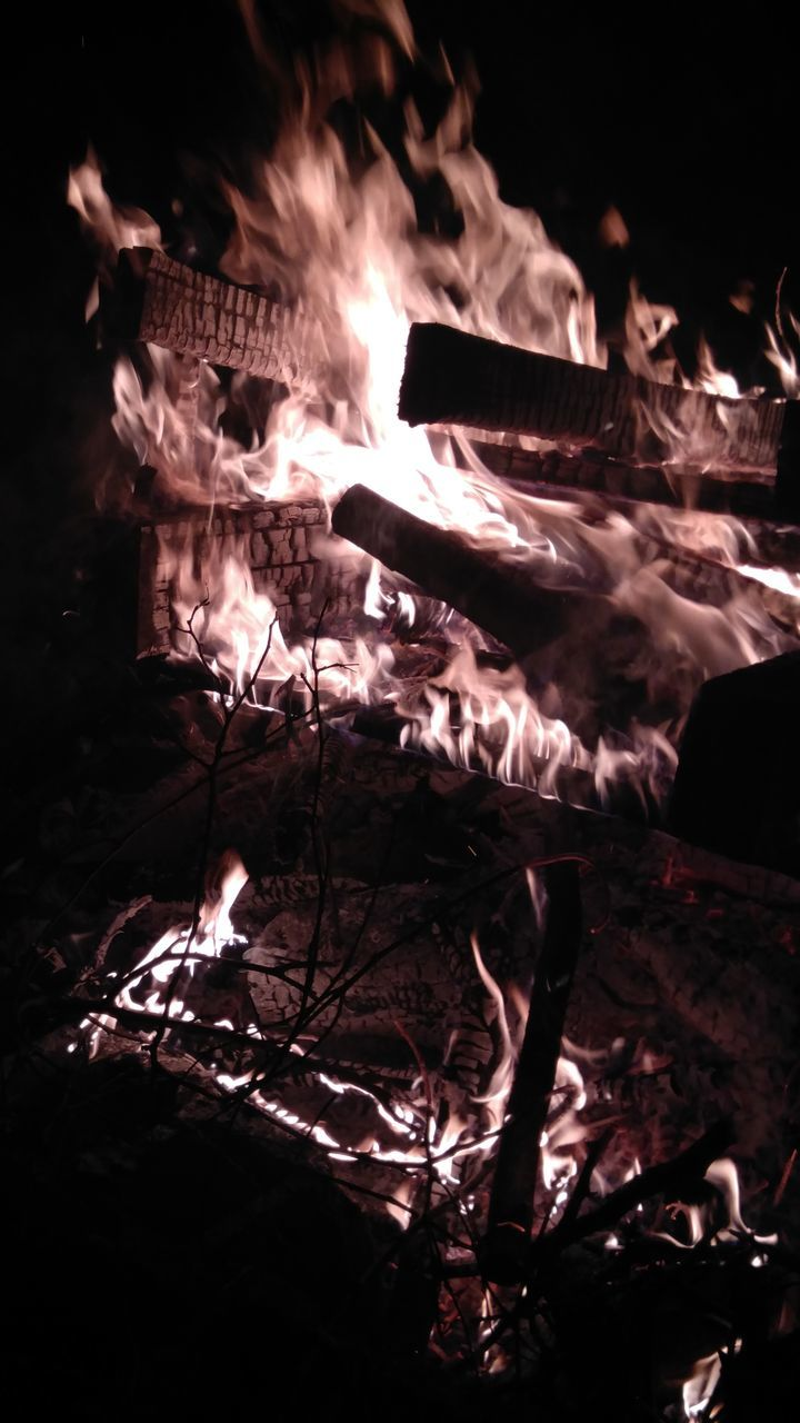 fire - natural phenomenon, flame, burning, night, heat - temperature, glowing, bonfire, no people, outdoors, motion, close-up, nature