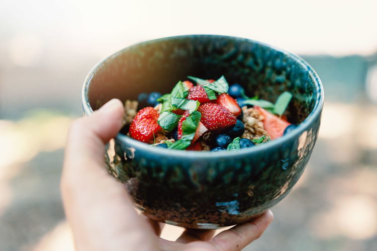 Vegan Foodporn Vegan Goodness Vegetarian Food Authenticfood Berry Berry Fruit Berrys Bowl Breakfast Food Food And Drink Food Porn Foodphotography Fresh Herbs  Freshness Fruit Healthy Eating Healthy Food Healthylifestyle Strawberry Vegan Food Vegan For Fit Veganfoodporn Wellbeing