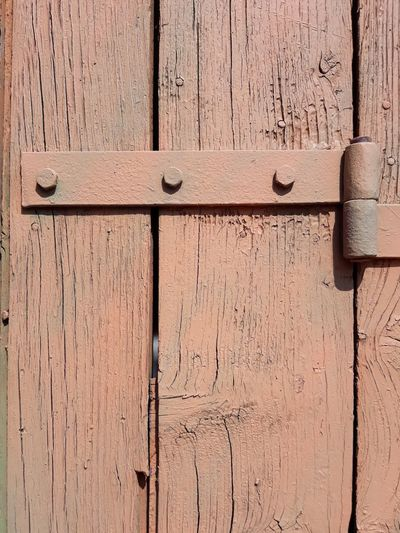beige wooden door with hinge Bolts And Screws Rivets Screws Hingedesign Door Wooden Texture Old-fashioned Entrance Door Planks Of Wood Beige Tones WallpaperForMobile Weathered Full Frame Wood - Material Backgrounds Textured  Pattern No People Close-up Entrance Built Structure Protection Rough