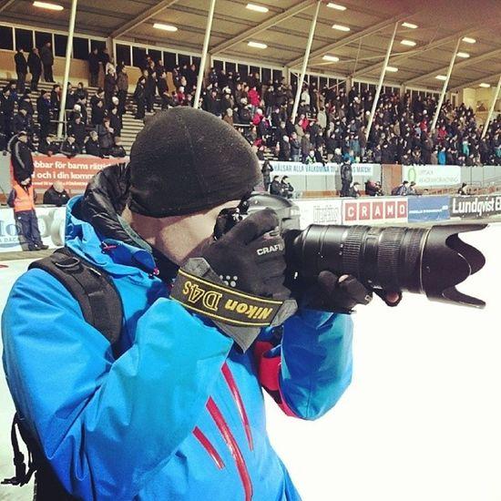 Testar nya Nikon D4s på bandy Nikon D4s Uppsala Studenternas