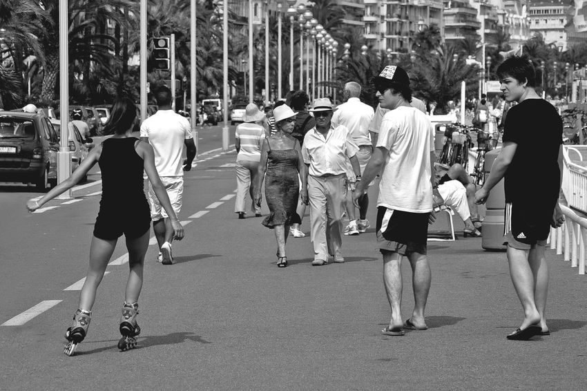 Black And White Casual Clothing City City Life Fine Art Photograhy Adventure Club On The Way People Together Lifestyles Medium Group Of People Mixed Age Range Outdoors Passenger Passersby Rolling Side By Side Teamwork The Essence Of Summer People And Places Battle Of The Cities Eyeemphoto Voyeour Original Experience Feel The Journey Pivotal Ideas