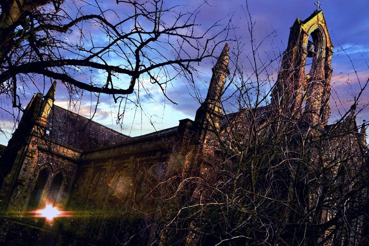 Nikonphotographer My Edit Churchporn Tree_collection  Norwich Nikon D3300 Skyporn Spooky Trees Spooky Church Graveyard.. Experimenting With Different Effects