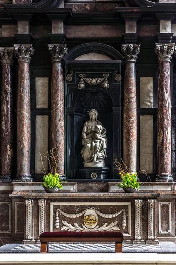 Brugge Madonna Baby Jesus Michaelangelo Monument